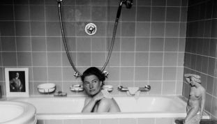 lee-miller-in-hitlers-bath-hitlers-apartment-munic-1446045778