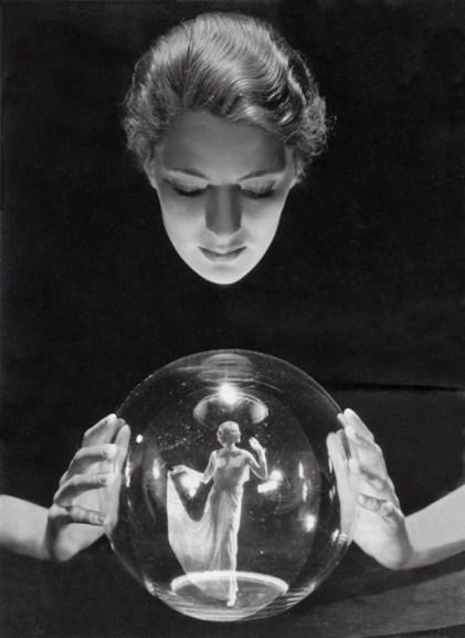 Lee-Miller-looking-down-at-Agneta-Fisher-Paris-1932